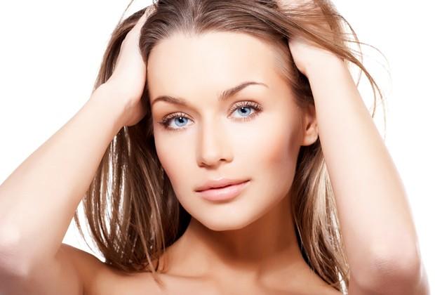 Até o stress pode ser um dos fatores para a queda de cabelo (Foto: Shutterstock)